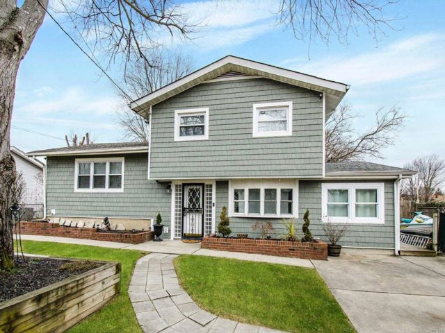 5 BR,  2.00 BTH  Split style home in Brentwood